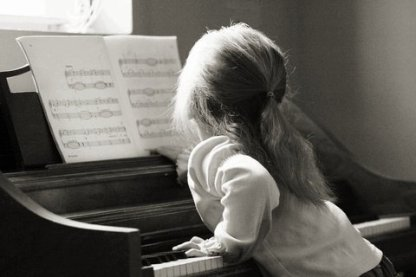 xbw-young-girl-at-piano.gif.pagespeed.ic.lAKfhFC1ws